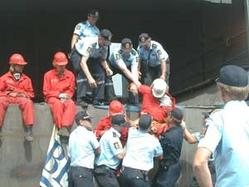 Politiet pågriper Bellonademonstranter, Øye Smelteverk