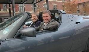 Frederic Hauge og Erik Solheim i Tesla (Ingress image)