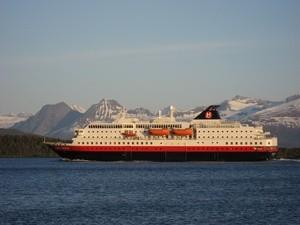 ingressimage_Hurtigruteskipet_Kong_Harald_i_Moldefjorden.JPG