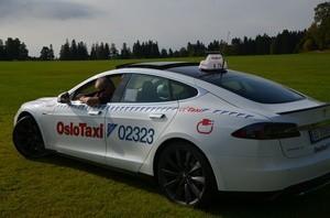 Trond med sin nye Tesla Model S (Ingress image)