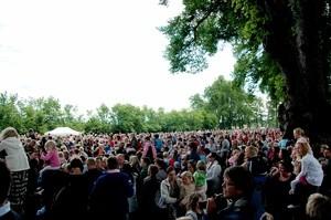 FOLKEHAV: 12 000 møtte opp på Barnas klimafestival på Hafslund hovedgård i Sarpsborg.  (Ingress image)