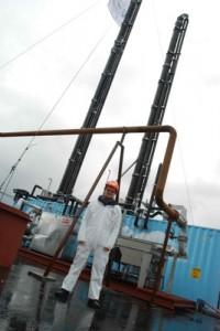 Bellonas Aage Stangeland foran Aker Clean Carbons testanlegg for CO2  (Ingress image)