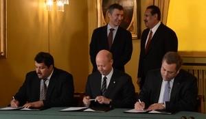 Signering av Qatar-avtale  (Ingress image)