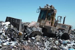 Lastebil på søppelfylling - ingen copyright (Ingress image)