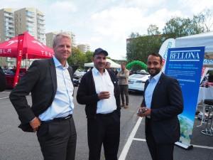 På Miljøbildagen; Adm. dir. Bjørn Rebne og kollega fra Oslo Taxi sammen med Abdullah Alsabeehg fra Arbeiderpartiet