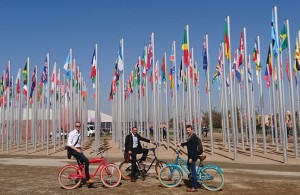 Heldigvis står verden fortsatt samlet om Paris-avtalen, også etter valget i USA. Fra v.: Hallstein Havåg (Bellona), Nicolai Prytz (Sahara Forest Project) og Olav Øye (Bellona).
