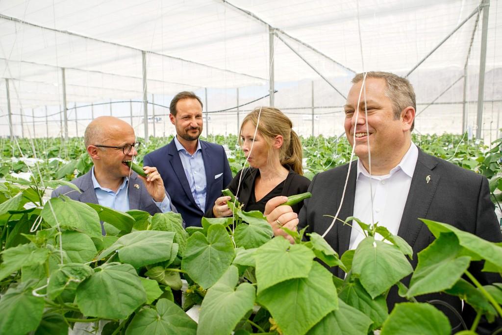 SFP åpnet i Jordan - klimaministeren og kronprinsen smaker på agurkene