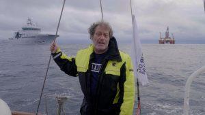 Frederic Hauge og Kallinika blir bortvist av Kystvakta under aksjonen mot oljeriggen West Hercules