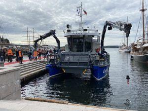 Oslo Havns nye elektriske søppelryddingsbåt «Pelikan II» vil bli dyr i drift uten rimelig landstrøm.