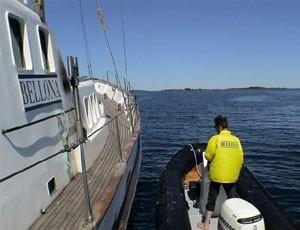 Bellona-skipet Kallinika på plass utenfor Bolærne fort søndag 30. mai.