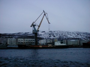 The former nuclear icebreaker ship, Lotta, undergoing unloading of its spend fuel. (Photo: Bellona)