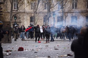 anarchists-clash-with-riot-police-during-climate-summit-protest-in-paris-body-image-1448809316
