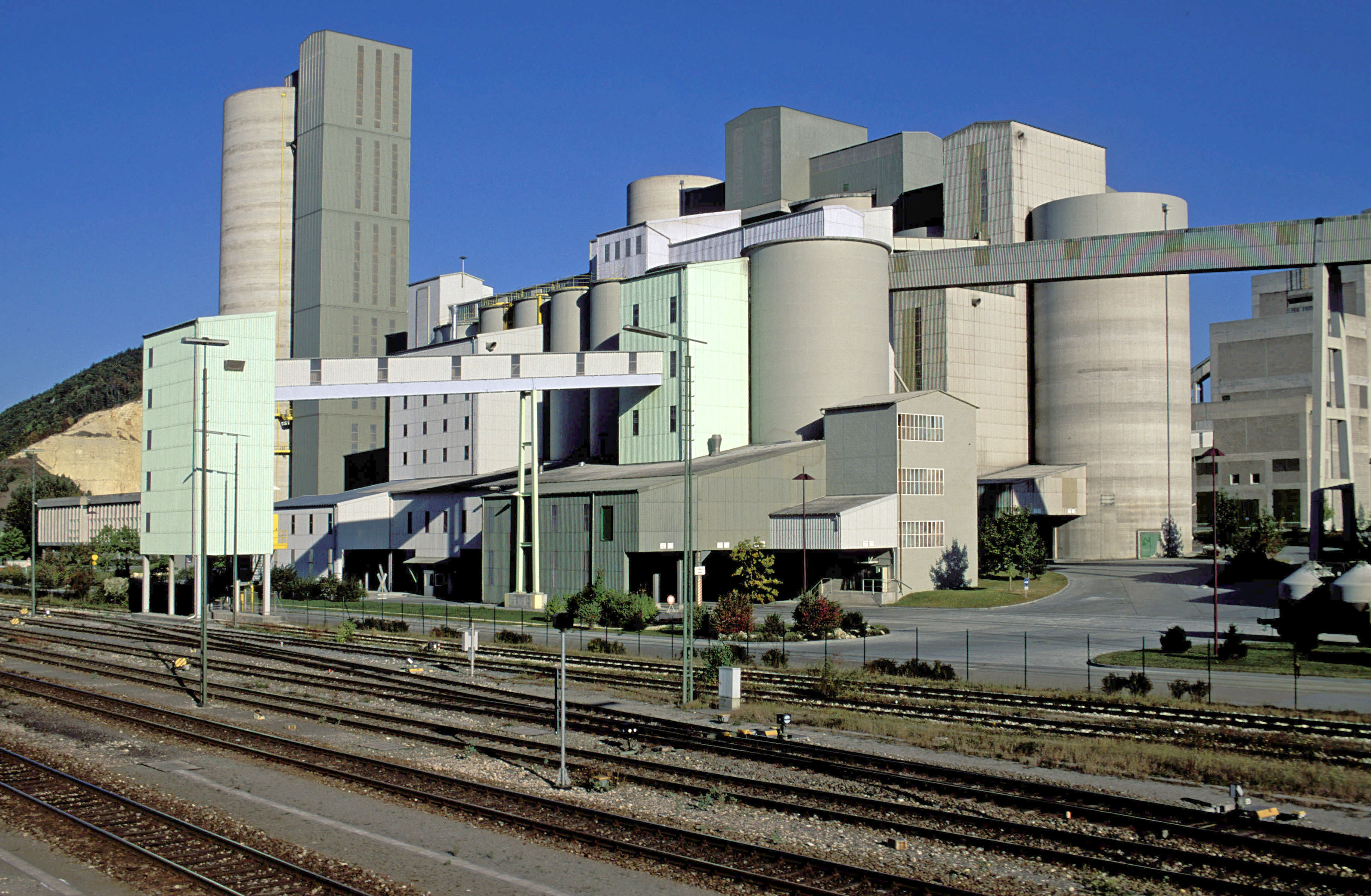World S Largest Cement Plant : Big emitters in cement sector join forces to decarbonize