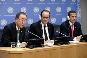 Ban Ki Moon (left) and French President Francoise Hollande (center) address the COP21 summit. (Photo: cop21.gouv.fr)