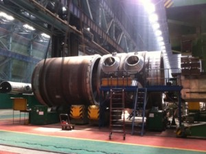 Assembly of the reactor vessel for Ostrovets unit 2 at the manufacturing plant in Russia (Photo: Rosatom)