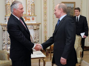 Exxon CEO Rex Tillerson (left) and Vladimir Putin meet in 2012. (Photo: Kremlin Press Service)
