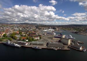 Вид на Осло з боку гавані.