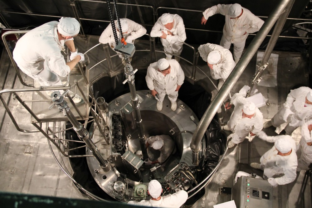 akademik lomonosov reactor loading