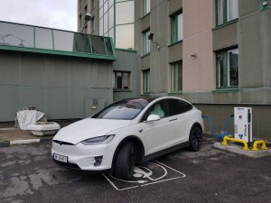 Roger Syversen's Tesla charging at the Park Inn Hotel in Murmansk.