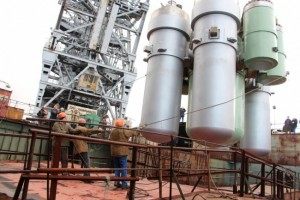 Installation of the Akademik Lomonosov's nuclear reactors.