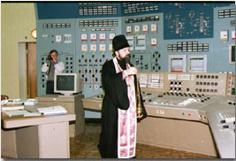 An Orthodox priest blesses the control room of the Kola Nuclear Power Plant. (Photo: Bellona Archive)