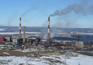 The smelting plant of the KMMC emitting sulfur dioxide pollution into the atmosphere. Courtesy of Thomas Nilsen/The Barents Observer