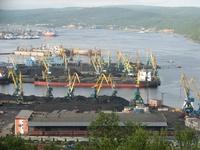 Перегрузка угля в Мурманском торговом порту