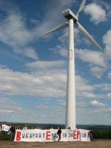 activists in Murmansk, windmill (Ingress image)