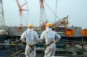 Эксперты Международного агентства по атомной энергии на АЭС «Фукусима». 17 апреля 2013 года.