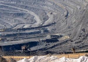 Добыча руды открытым способом. Лебединский ГОК, Белгородская область.