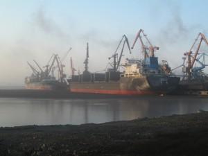 Перегрузка угля в порту Посьет.