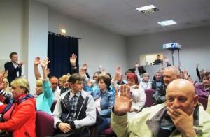 Участники слушаний по деятельности ФГУП «Радон» голосуют за одобрение материалов обоснования лицензий.