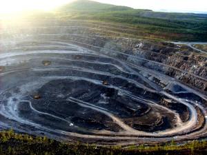 Добыча руды открытым способом. Качканарский горно-обогатительный комбинат, Качканар, Свердловская область.