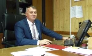 Бывший руководитель Росприроднадзора Мурманской области Руслан Тищенко в своем рабочем кабинете