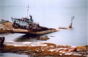 Танкер ТНТ-8 был построен для перевозки и последующего слива ЖРО в Баренцево море