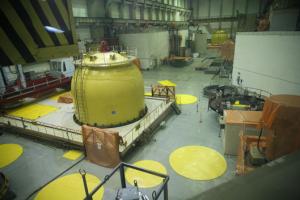 Реакторный зал энергоблока с ВВЭР-440.
