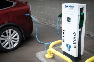 Первая в Мурманске зарядная станция для электромобилей
