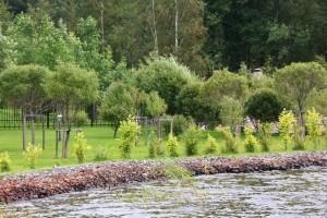 Берегозахват в поселке Овсяное на Нахимовском озере.