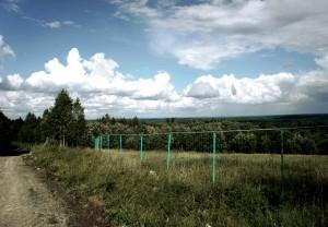Забор вокруг охотхозяйства «Черные камни».