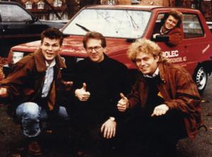 Группа A-Ha с Фредриком Хауге и их первым электромобилем.