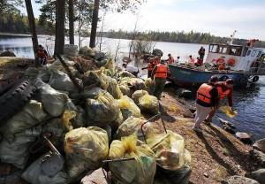 Собранный волонтерами мусор. Нацпарк Ладожские шхеры.
