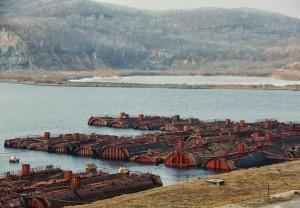 Фрагменты атомных подводных лодок с реакторными отсеками.