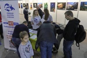 фото с акции в москве выставке подводного человека