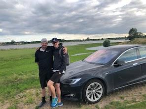 Tesla_travellers