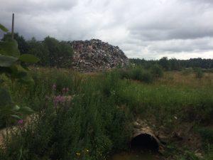 Гора мусора на задворках МПБО